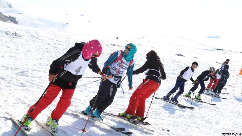 Skiing in Scarfs Haidy Kancler